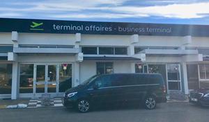 Transport aviation d'affaires en voiture avec chauffeur privé